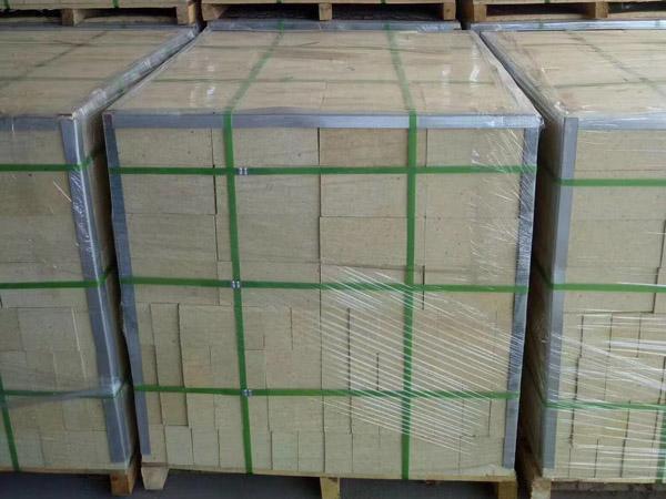 山东铸造公司采购的耐火砖发货现场